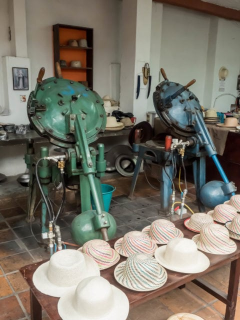 Hydraulic presses for making hats