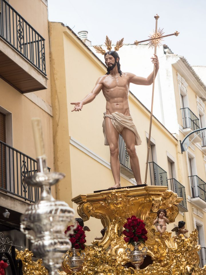 Figure of Christ in loincloth holding cross on gold float